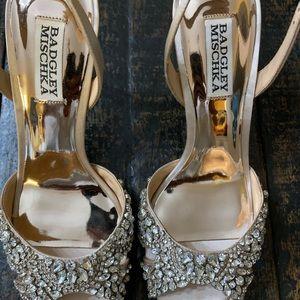Shoes - Badgley Mischka satin crystal pump. New! Sz 7